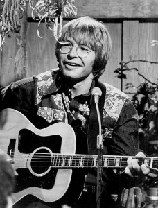 John Denver in 1975, from ABC TV. Public domain. Source: Wikimedia Commons.