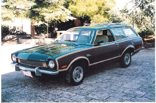 OLD PARKED CARS.: 1972 Ford Pinto Squire. |Pinto Station Wagon
